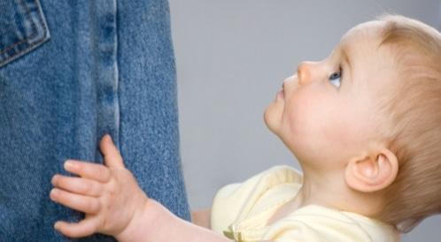 تعلق الطفل الزائد بالأم