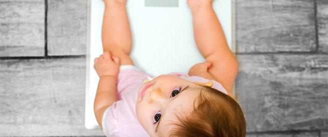 ما هو وزن الطفل الطبيعي بعد عامه الأول؟