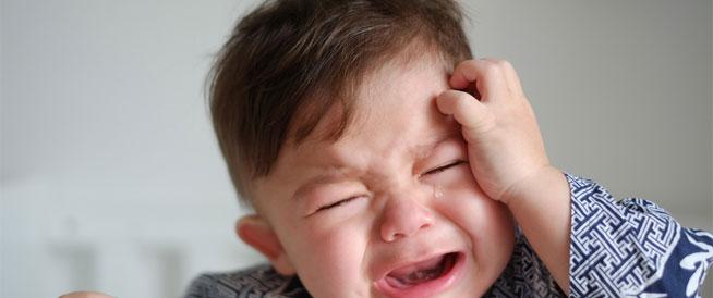 إحمرار العيون عند الأطفال: أسباب وعلاجات