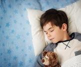 اطعمة تساعد على نوم الطفل