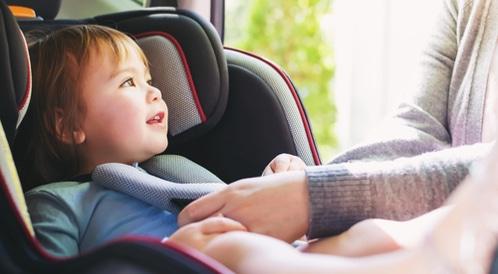 سلامة الاطفال في السيارة