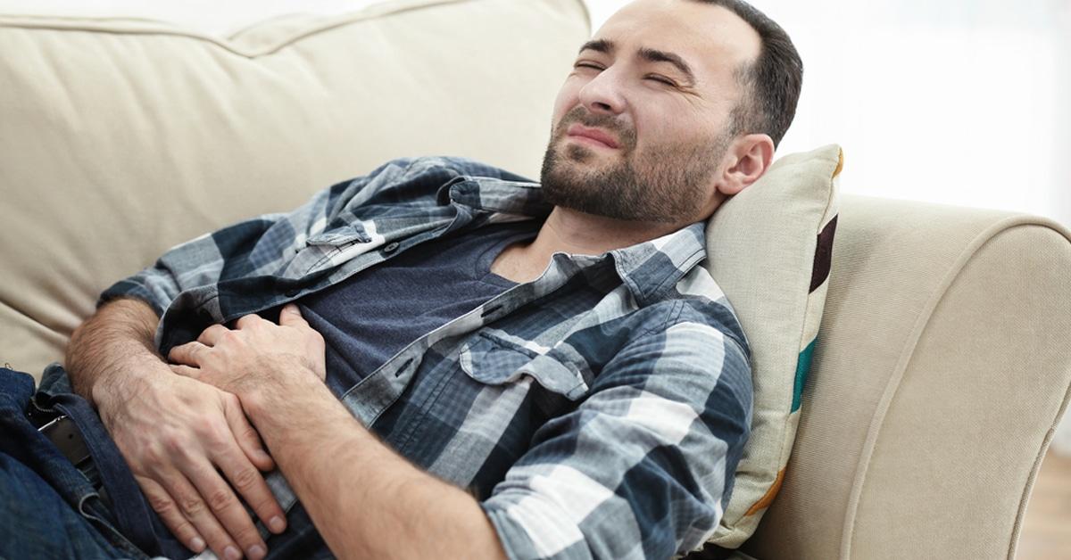 ألم أسفل البطن عند الرجال الأسباب والأعراض والعلاج ويب طب