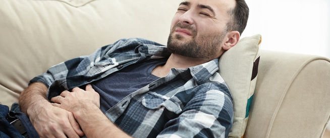 الم اسفل البطن عند الرجال: الأسباب والأعراض والعلاج