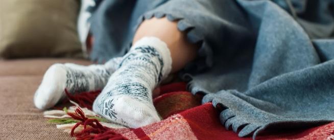 أسباب برودة الأطراف وطرق العلاج
