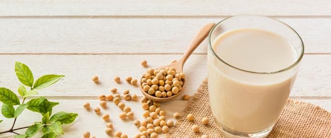 حليب الصويا: فوائد صحية وقيم غذائية