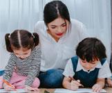 مساعدة الطفل في الواجب