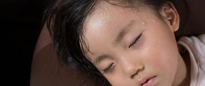 فرط التعرق عند الأطفال: كيف اتصرف معه؟