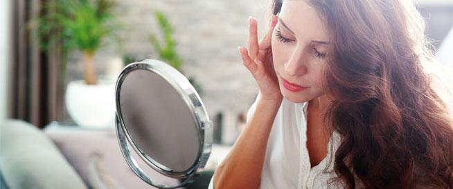 ترهل الجلد حول العين: أسباب وعلاجات
