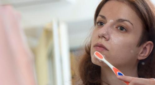 فوائد معجون الأسنان للبشرة