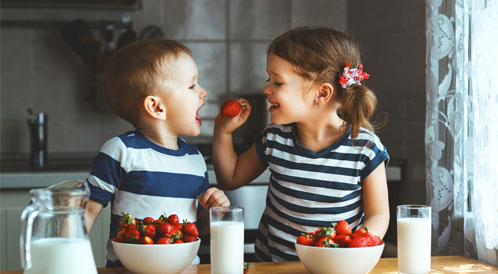 أطعمة يحتاجها الطفل يومياً