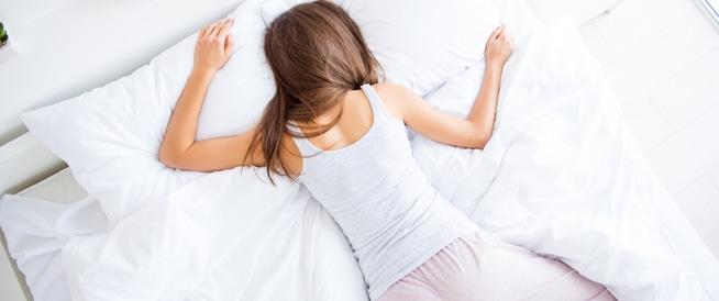 النوم على البطن: أضرار صحية جسيمة!