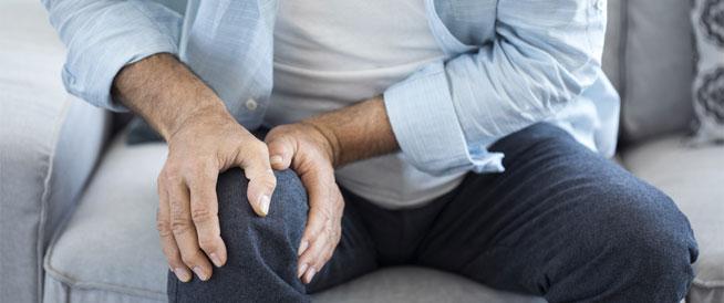 التواء الركبة: أعراض وعلاجات