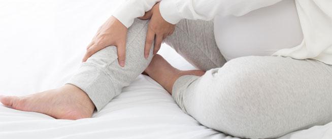 تقلصات الساقين خلال الحمل: كيفية تجنبها وعلاجها