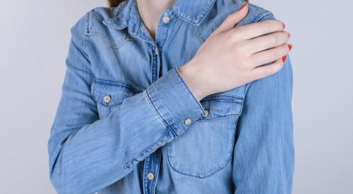 أسباب ألم الكتف الأيسر بعضها خطير ويب طب