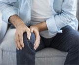 علاج آلام الركبة في الشتاء