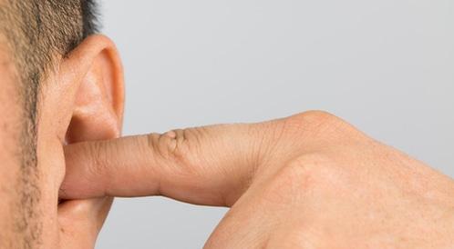 تنظيف الأذن وعلاج الأذن المسدودة