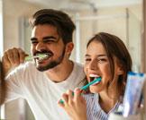 أطعمة يجب غسل الأسنان بعدها