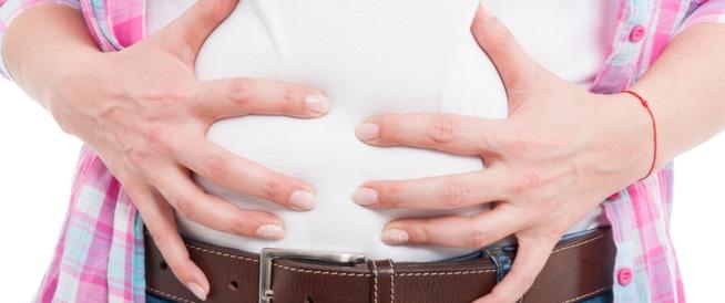 8 طرق لعلاج انتفاخ البطن في المنزل