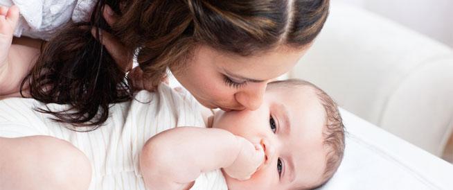 أسباب وعلامات عدم شعور الرضيع بالشبع
