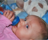 متى يشرب الرضيع الماء؟