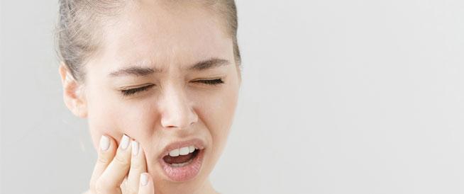أطعمة تدمر صحة الأسنان وكيفية تقليل مخاطرها
