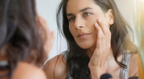 إزالة البقع السوداء من الوجه الدهني