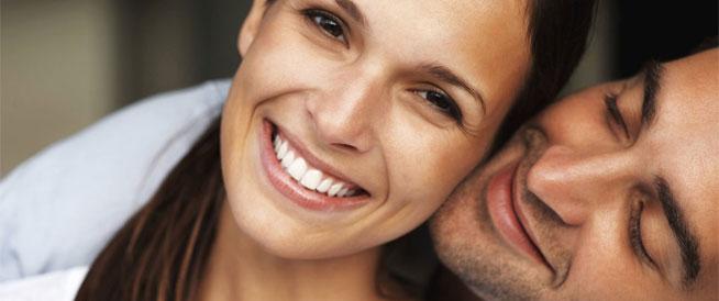 القبلات بين الزوجين: فوائد صحية ومحاذير