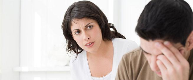 6 أسئلة لا يجب أن تطرحيها على زوجك