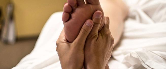 تدليك القدمين: فوائد وطرق تساعد بذلك
