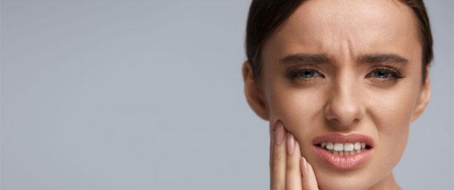 أسباب سقوط حشو الأسنان وطرق تفاديها