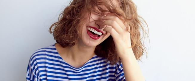 فوائد الضحك الصحية المتنوعة