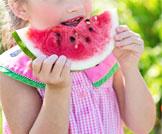 أطعمة هامة للطفل في موسم الصيف