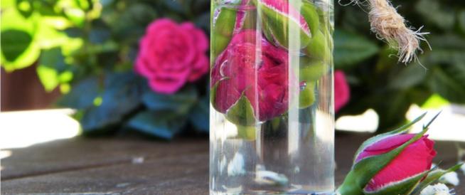 ماء الورد للشعر: فوائد واستخدامات عديدة