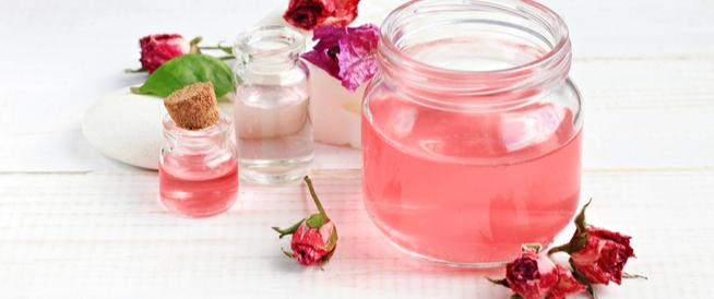 ماء الورد للشعر: كيف يمكنك استخدامه؟