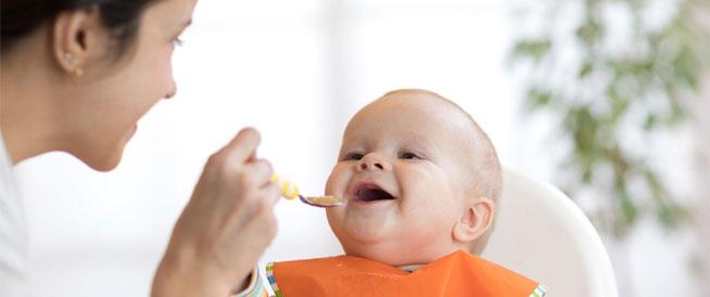 حيل تساعدك في إطعام طفلك الرضيع