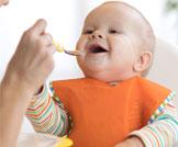 حيل لإطعام الطفل الرضيع