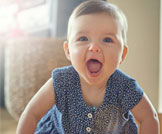 تأخر الحبو لدى الطفل: أسباب وعلاجات