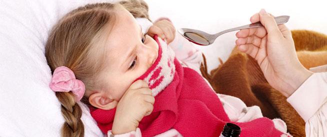 حيل تساعد في إعطاء الطفل الدواء