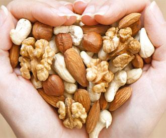 ماذا يحدث بالجسم عند تناول المكسرات يومياً؟