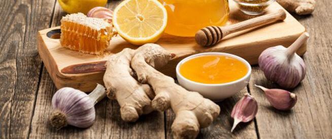 العسل والثوم: فوائد صحية واستخدامات