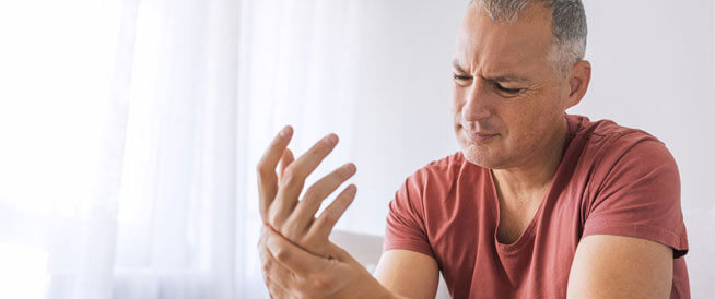 أطعمة تزيد التهاب المفاصل وأخرى تخففه