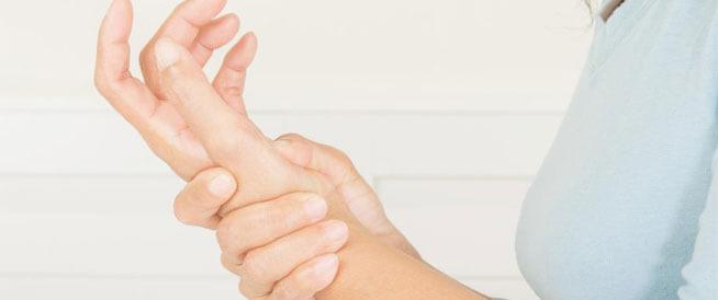 أسباب ألم المعصم وطرق علاجه