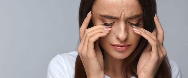 أعراض الماء الأزرق في العين ومخاطرها