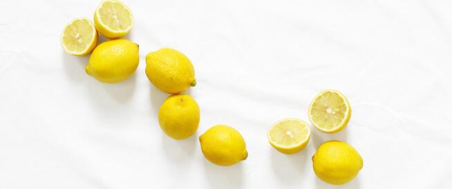 تقشير أحماض الفواكه: خيار آمن للبشرة؟