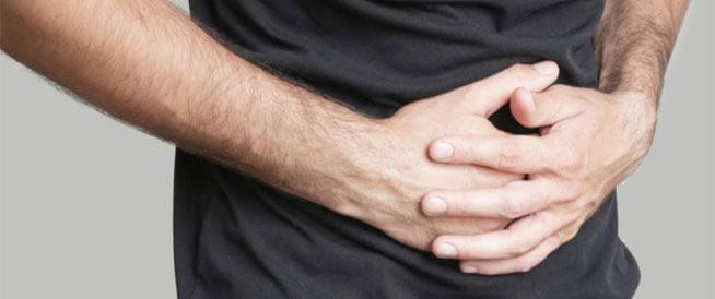 ألم المعدة بعد تناول الطعام: ما هي الأسباب؟