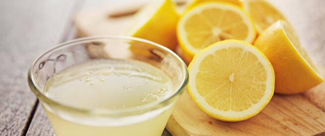 فوائد تناول الليمون على الريق