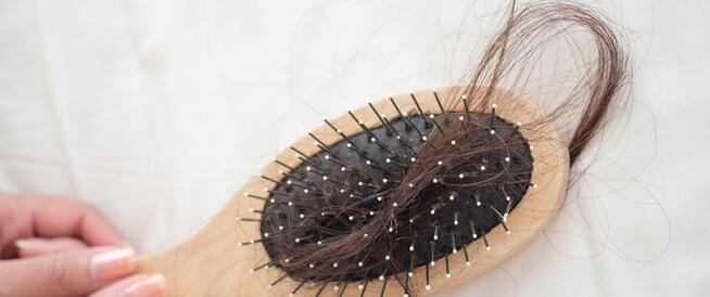 أسباب تساقط الشعر الشديد