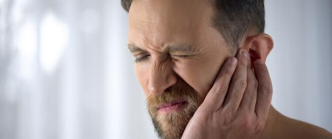 تخلص من حكة الأذن ب3 طرق منزلية