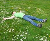 النوم على الأرض