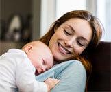 أخطاء عند حمل الطفل الرضيع